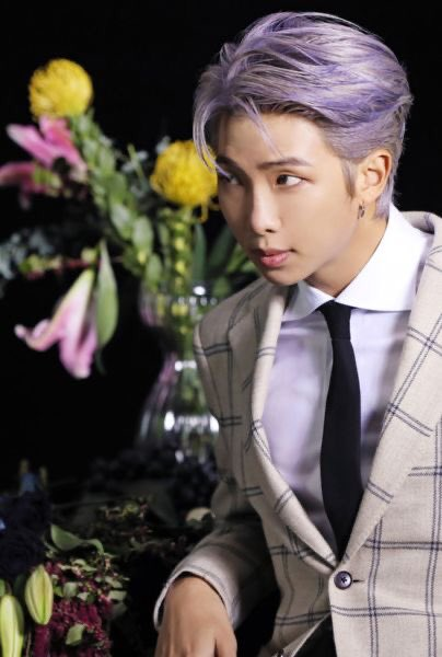 ❓: you walk into a room and Kim Namjoon is there, looking at you like this. Your last saved meme is your reaction.  NO CHEATING.  #KimNamjoon #Namjoon #Joon #Joonie #RM #BTS @BTS_twt