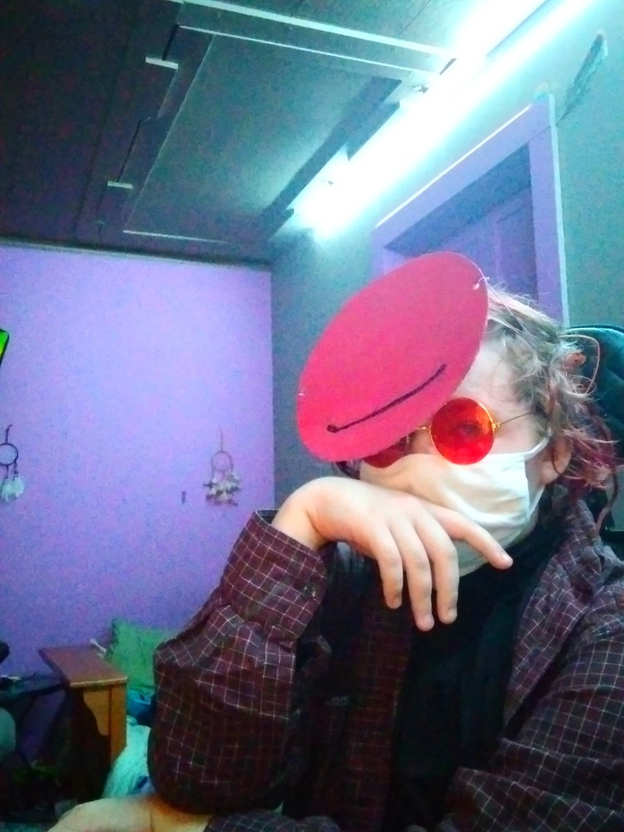 feelin in a red kinda mood 2day ——— [ #transmcyttwtselfieday ] —— masc - allinged [ he / they ] — rts are okay !!