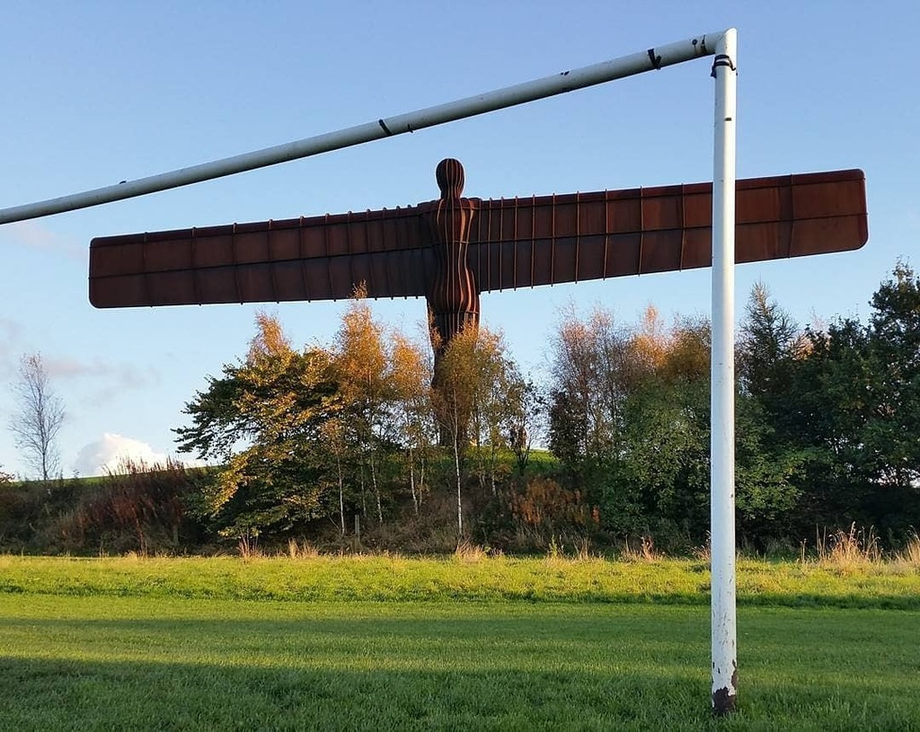 Day 40 A game at the feet of the Angel of the North.. I could do well with that..  #angel #engel #angelofthenorth #north #newcastle #tyne #tynewear #thisisengland #uk #england #ig_uk #instatravel #travel #travelgram #igers #igersoftheday #ig_exquisite #a…