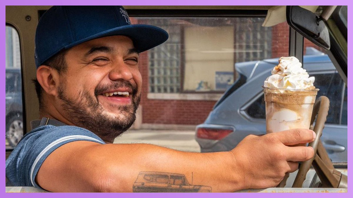 Chicago Taco Shop Turns Parking Lot Into Retro Drive-In   WATCH:   #KellyClarksonShow
