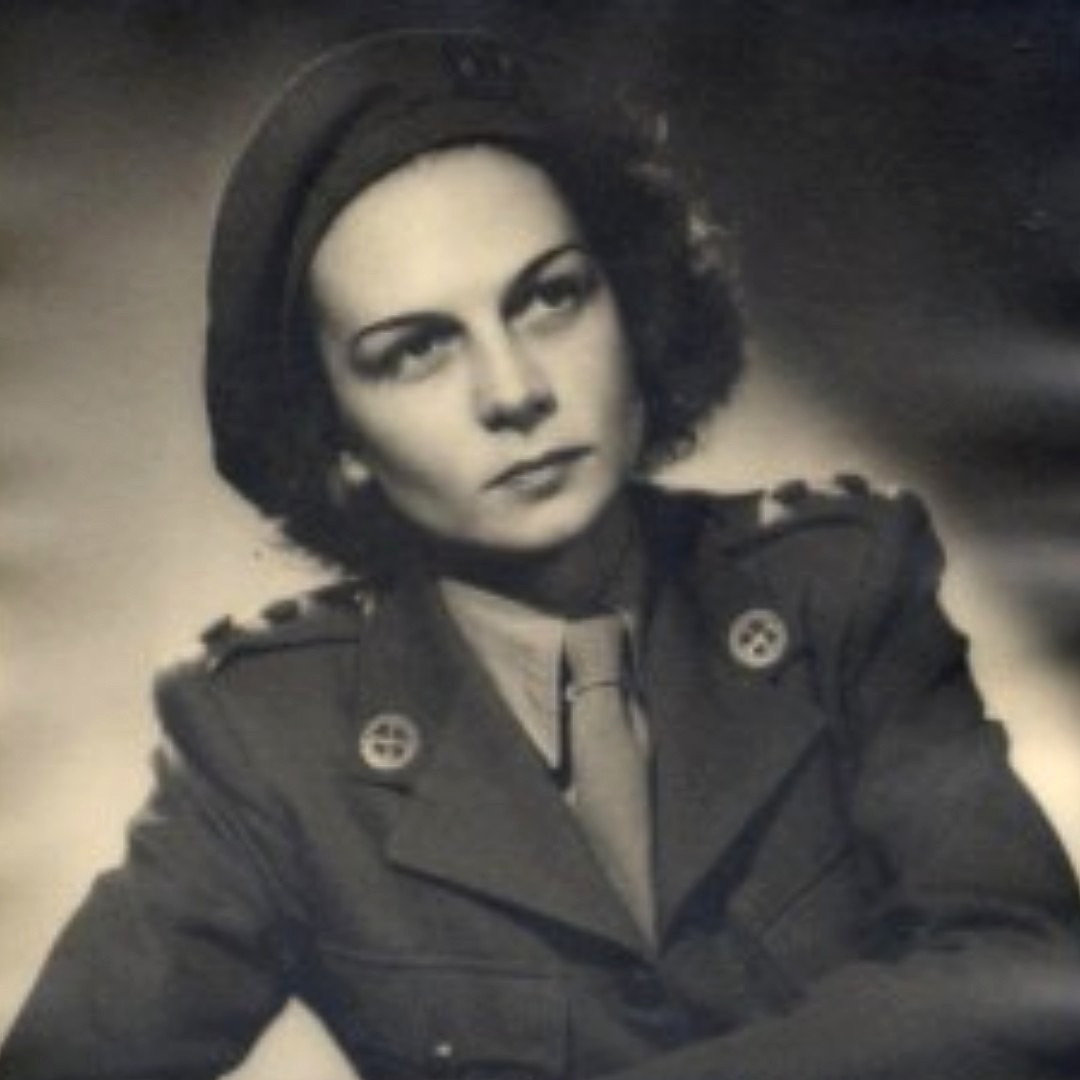 #OnThisDay, 25 Jan 1943, Jacqueline Nearne (aka Jacky red socks) parachutes into occupied France. She operates as as a courier for the Special Operations Executive for fifteen months before being withdrawn from the field.  #HeroinesOfSOE #MondayMotivation