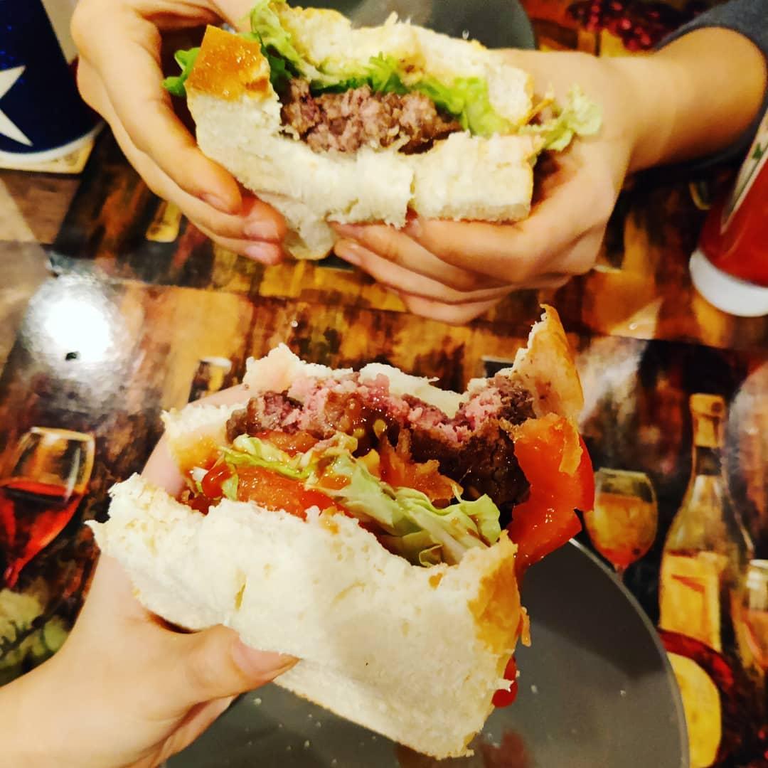 Now, that's what we call Burger Night done right.   (📸: @lihanrei) #verybestburger #schweidandsons #burger #burgers #hamburger #cheeseburger #food #foods #foodie #foody #foodlover #foodgasm #foodoftheday #foodpics #burgertime #foodies #foodlove #foodpic https://t.co/GIHgjkHbtw