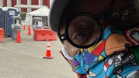 Ator recebe vacina contra a Covid-19 usando máscara dos #Vingadores -->    #COVIDー19