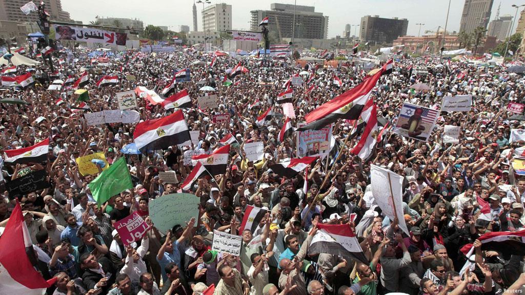 متى تعود الثورة يا شعب #مصر  يوم سيسجله التاريخ  وسيسجل التاريخ أيضا ان المنافقين والمتسلقين انقلبوا على الثورة (وتمردوا ) #الجوكر_المصري #الشتاء_يبيله #السيسى #ارحل_ياسيسي #التحرير