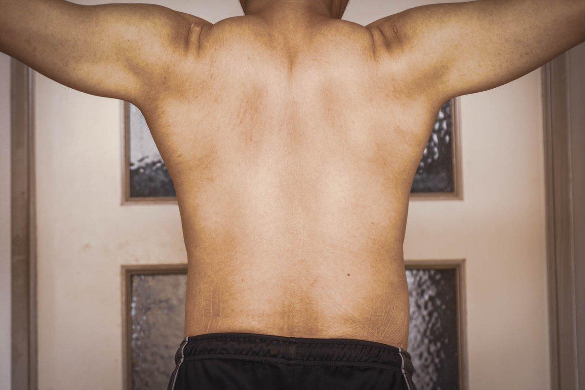 本日の背筋。 #筋肉 #muscle #トレーニング #training #筋トレ #筋トレ男子 #家トレ #宅トレ #ワークアウト #workout #肉体改造 #フィットネス #fitness #ダイエット #ボディメイク #ポートレート #portrait #ファインダー越しの私の世界 #キリトリセカイ #写真で奏でる私の世界 #写真で伝える私の世界