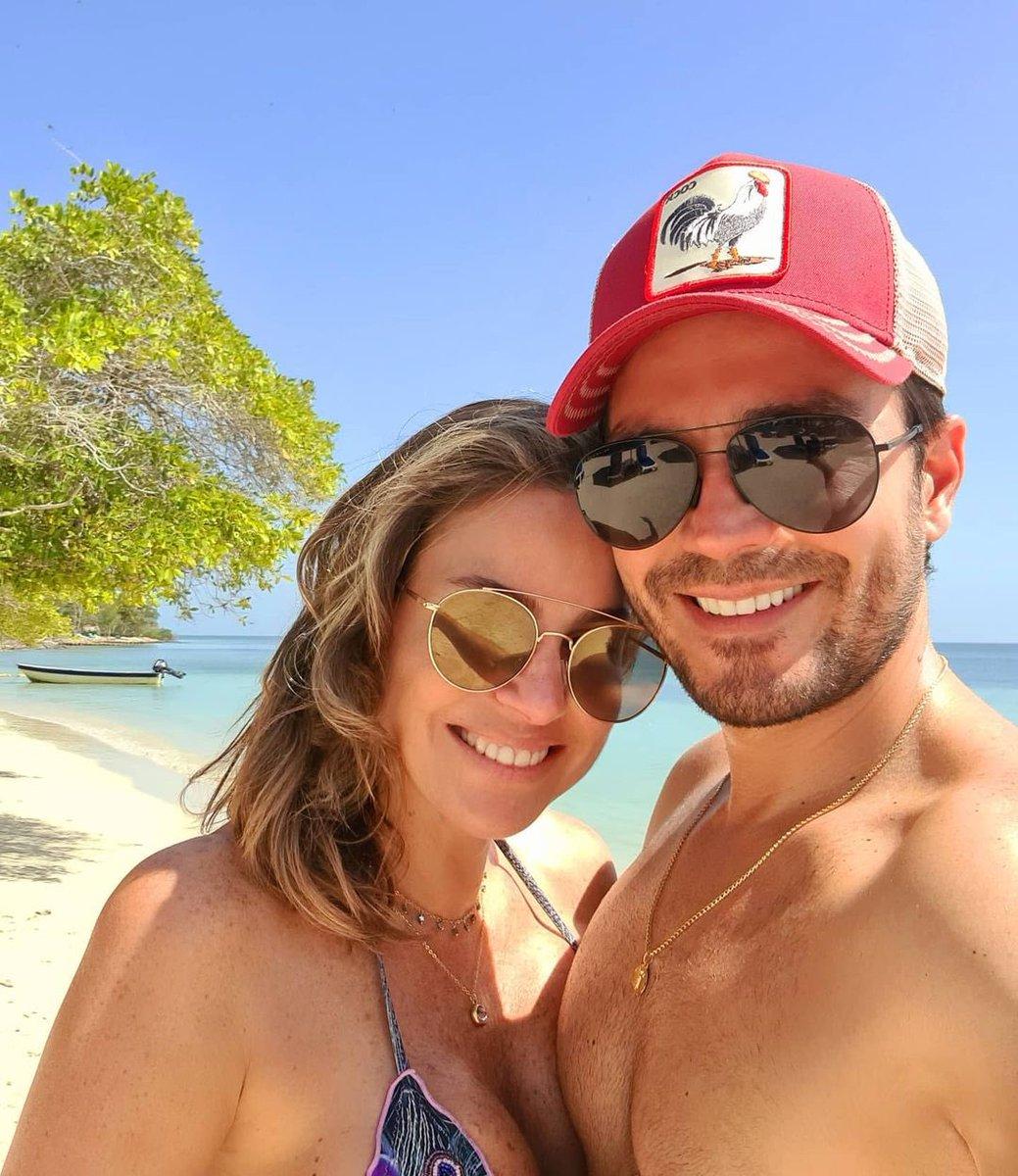 🥰🥰❤️❤️ #Repost @Lucianoda   El mejor comienzo de semana!!! Con mi @RequenaCNN y en la playa! 🙌❤ #mondaymood #beach