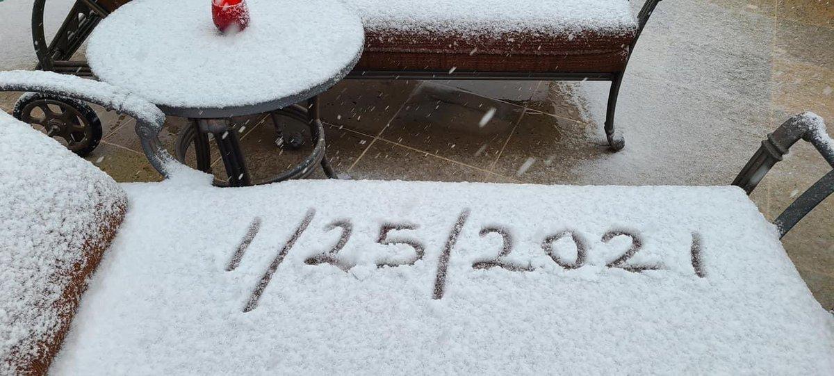 RT @SchwartzTV: North Scottsdale snow! ❄️😮 Wild weather day in Phoenix! From Sue Plumber. #azwx #azfamily https://t.co/49B6S4pMjx