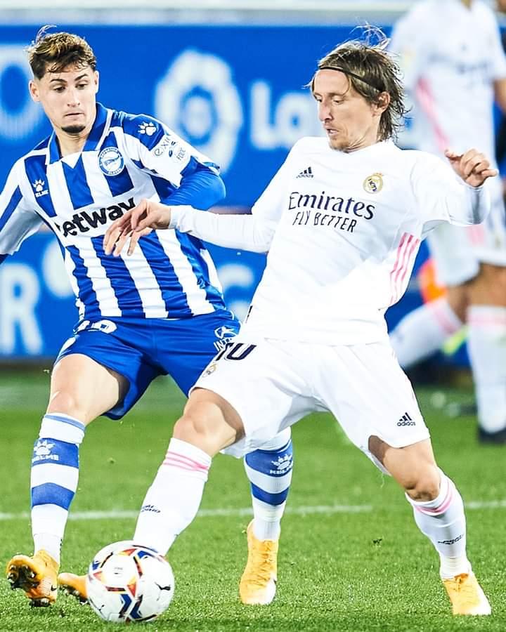 🚫 Luka Modrić is the madridista with the most recoveries in LaLiga this season! ✨ 104 so far! - ⚽️ ¡ Luka Modrić es el madridista con más recuperaciones en Liga esta temporada! 👏 ¡104 robos! #HalaMadrid | #RMLiga