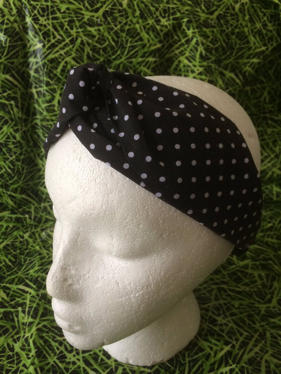 Do you want to be part of the Spring Trend 🤗 well polka dots are in ✨  Only 3 headbands available in this fabric ✨      #mademe #EarlyBiz #FindingAlice #Fashionista #headbands #headwear #handmade #supportsmallbusiness #firsttmaster #giftideas #Trending