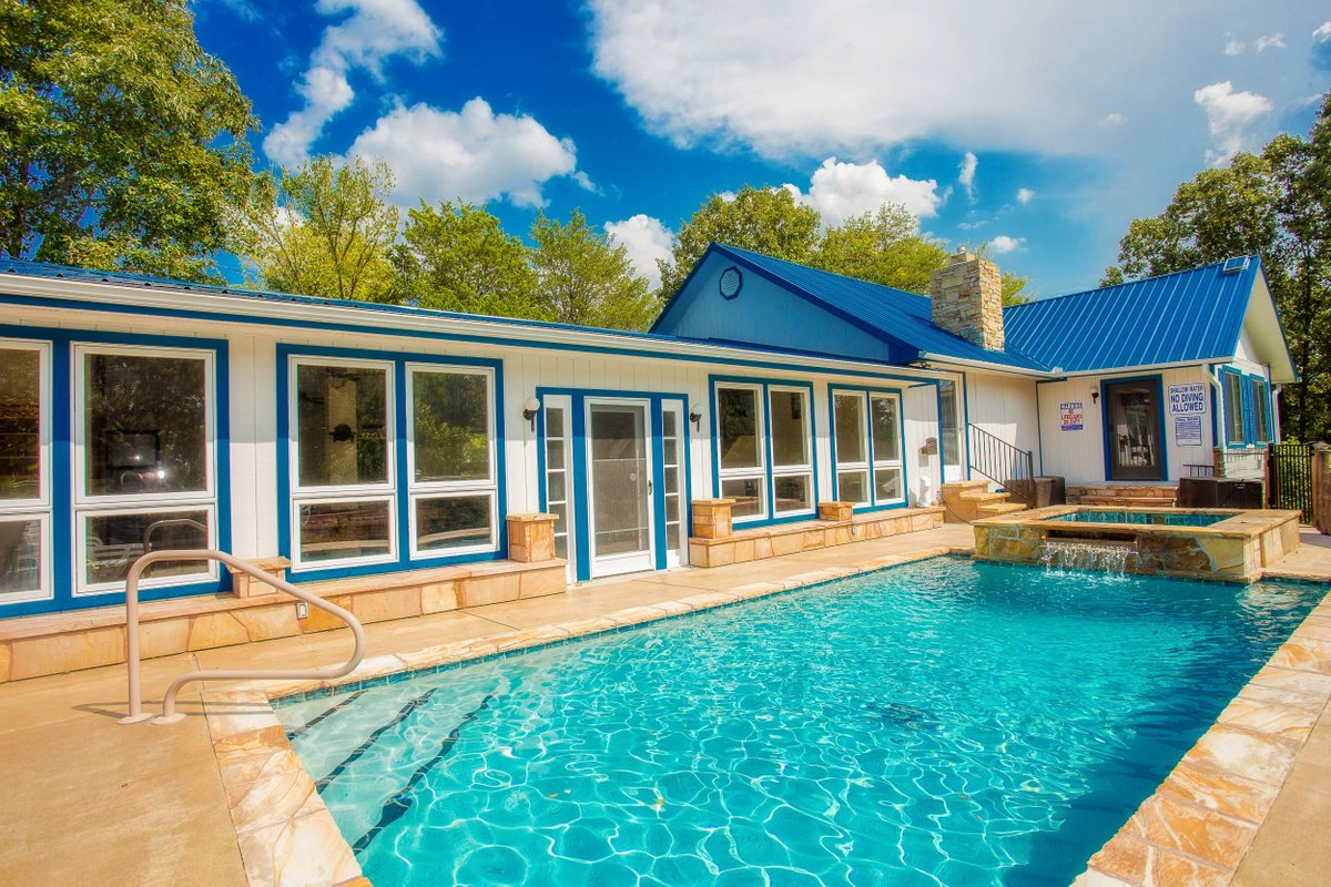 How about a private outdoor pool in the Smoky Mountains? Pool opens April 1st!  @ Paradise Springs #paradisesprings #swimming #summer #springbreak #smokymountains #gatlinburg #pigeonforge #beartracts #vacation #cabinrental #Hiking #fishing #douglaslake