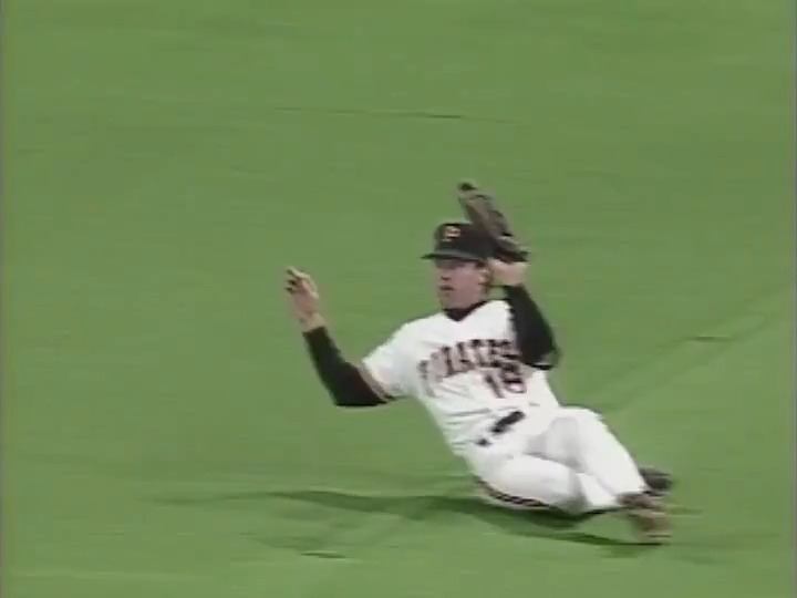 Replying to @MLBVault: This catch was so smooth.