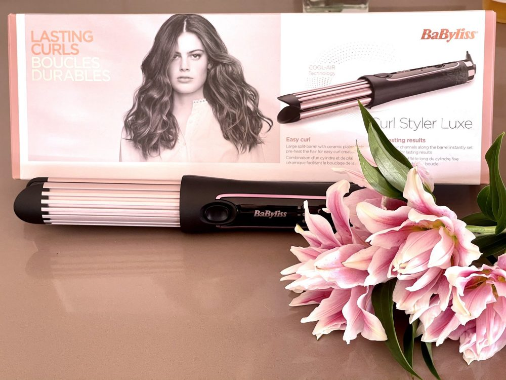 The @BaByliss #curlstylerluxe is simply an amazing #hair styler and once you get the gist of it,  indispensable!   @contcept #hairstyler #hairstyling #beauty