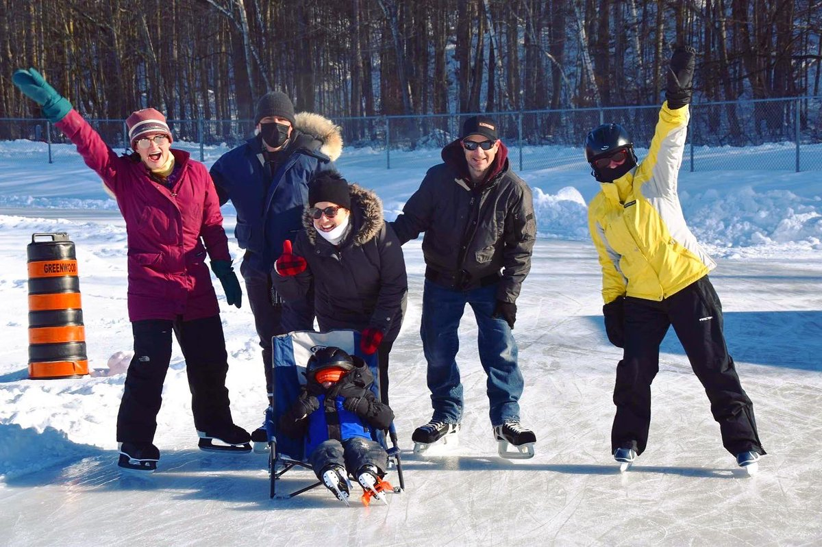 Anyone else feel pandemic restrictions can make family feel far away even when you're all living close? The Ma-te-way skating oval allowed three generations of our family to get outside, get active and safely spend time together ❤️ #covidactivities #skating #family