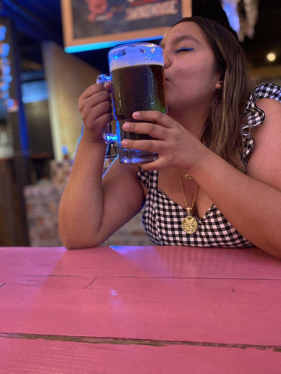 No hay amor más bonito y más sincero que el que tenemos la cerveza y yo #amoreterno #Nuncatevallasdemivida #siemprejuntos #truelove 🍺❤️