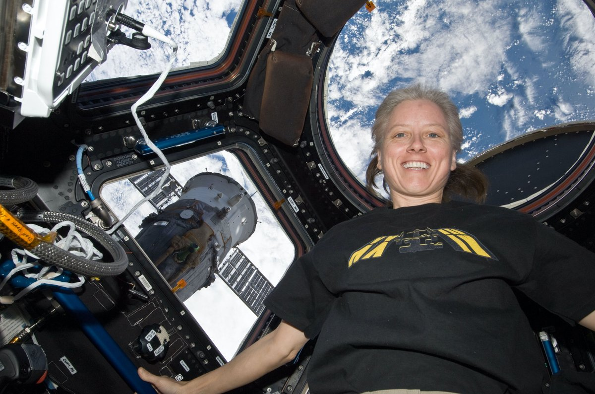 """📚 Story time! 📚  NASA astronaut Shannon Walker will read a children's book called """"Willow the Water Bear"""" LIVE from the @space_station at 12:25 p.m. EST and take questions from students afterwards. Tune in:"""