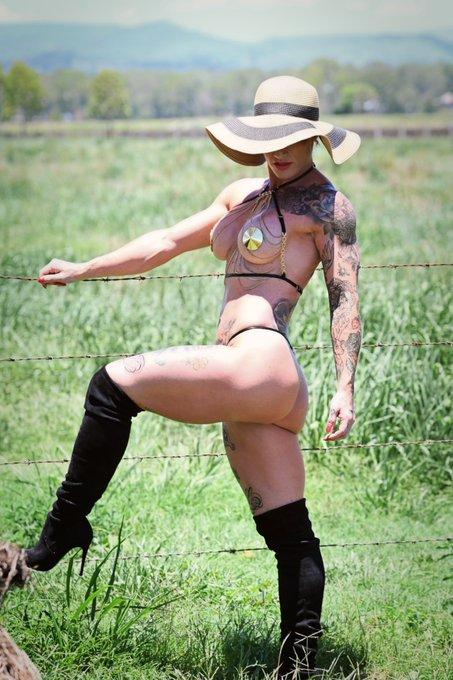 Spending #AustraliaDay doing a photoshoot on a farm in @HoneyBirdette pasties, chain bralette, and @SteveMadden
