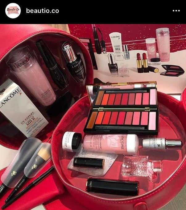 Meanwhile, Lancome Beauty Box is still available for purchase at only RM 339. I used to sell this at RM 347! What you see is what you get. If you want to pick up, of course you can, if youre in Shah Alam. In 24 hours youll get your beauty box safely handed to you 😁