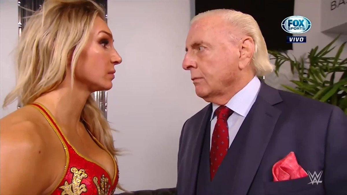 ¡PUUUM!💥👊   #WWExFOX Charlotte Flair le habló muy mal a su padre y se llevó un fuerte castigo por parte de Lacey Evans #WWERaw