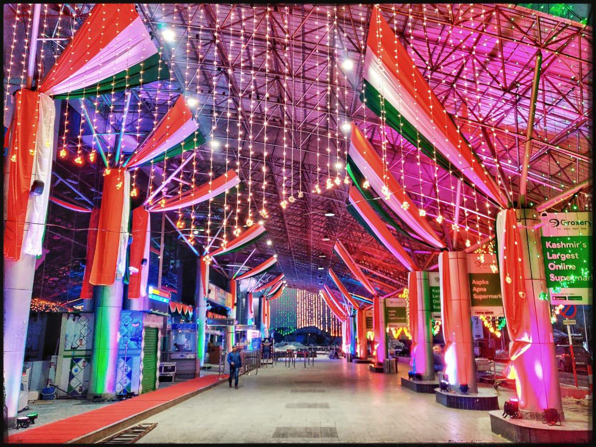 This is Srinagar airport early morning today. May the tricolor and these lights of the Indian Republic always glow in Kashmir. A very happy Republic Day to everyone! 🇮🇳🇮🇳🇮🇳