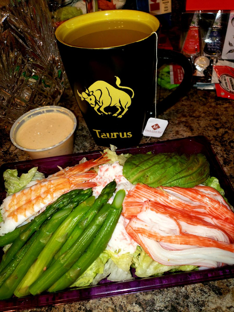 Enjoying dinner on this lovely & miraculous weather out here in Vegas!🍶🥢🥠🥗🥟🍡🍣My honey bunny made this beautiful, healthy & delicious seafood/sushi salad for me!👨🏻🍳❤🧘🏼♀️I feel like a queen.👸🏼😎I LOVE what life gives me & I appreciate EVERYTHING!🙏🏻 #Thanksgiving = #Abundance