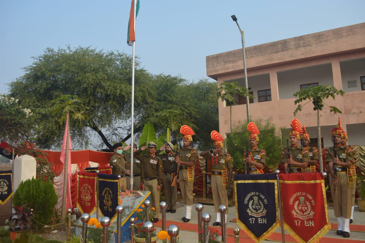 Dr. S L Thaosen, ADG Command Hqr (Spl Ops) BSF unfurled the National Flag at Naya Raipur  on the occasion of  72nd Republic Day. 🇮🇳 🇮🇳 🇮🇳@BSF_India @PIBHomeAffairs @BSFChhattisgarh @BSFODISHA @PIBRaipur @PIBBhubaneswar @PIBHindi
