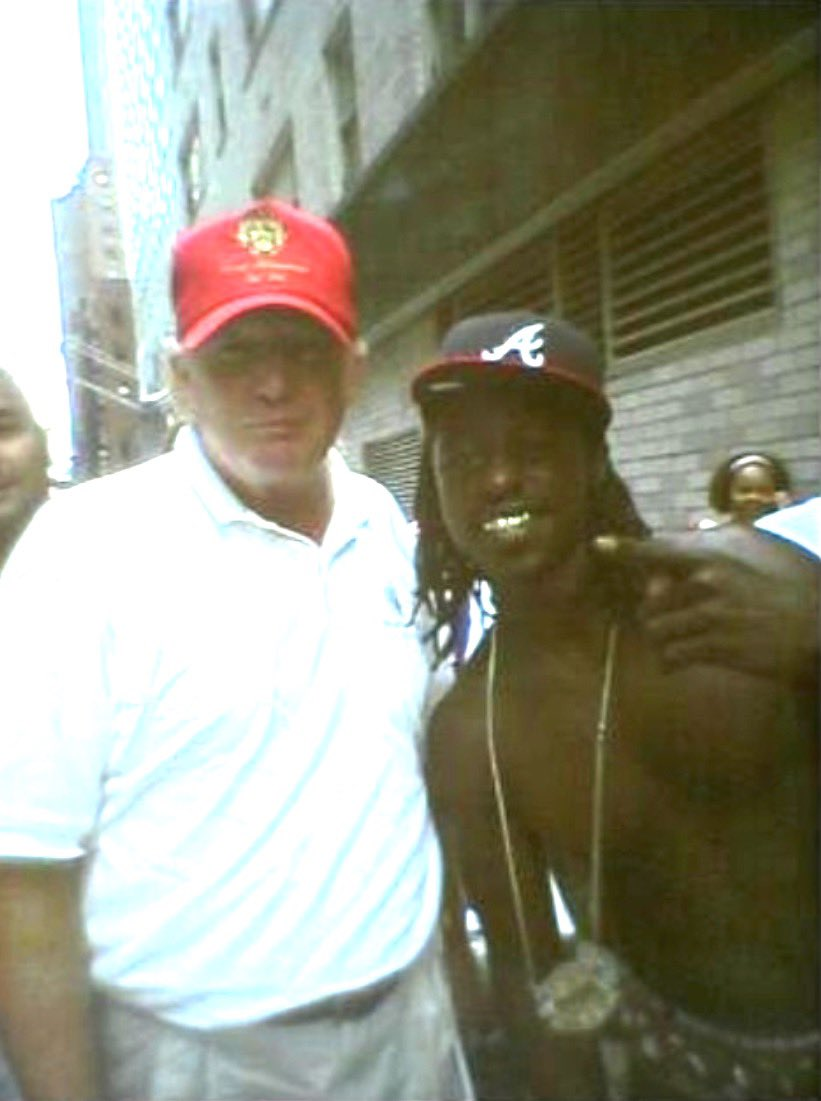 Trump takes pic with black soldier from the south refuses vaccine #26JanDelhiChalo #Biden #ChinaJoe #ChinaJoeBiden #ChinaJoe #ChinaVirus #chinaliedpeopledied #ChineseVirus #Trump2024 #ImpeachBiden #vaccine #Covid_19 #CovidVaccine #2000StimulusCheck #coronavirus #MONSTAX
