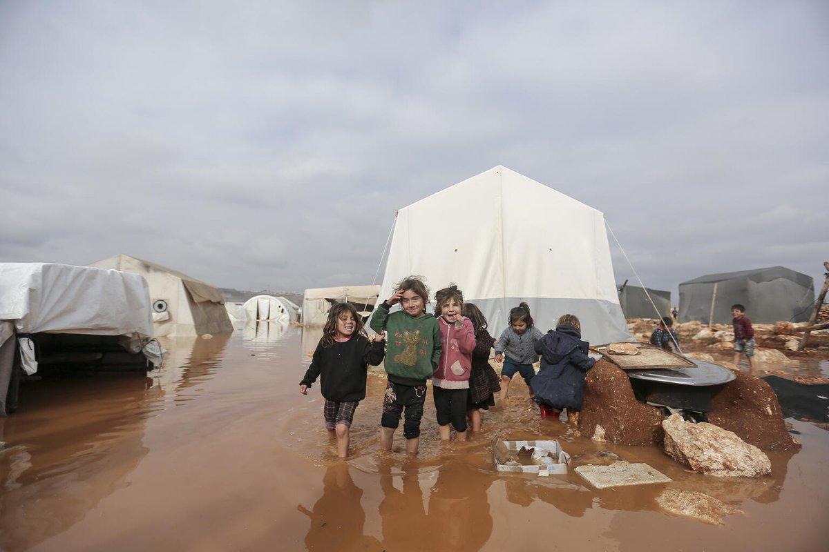 La nouvelle année apporte peu d'espoir pour les enfants et les familles en #Syrie.   A peine trois semaines après le début de la nouvelle année, au moins 15 enfants ont été tués dans des attentats et quinze autres enfants ont été blessés. ▶  #PrisPourCible
