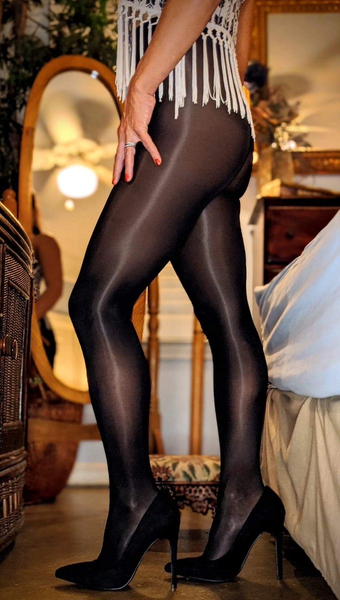 Good morning! #beantownhose #pantyhose #pantyhosegoddess #legs #legfetish #tuesdayvibe