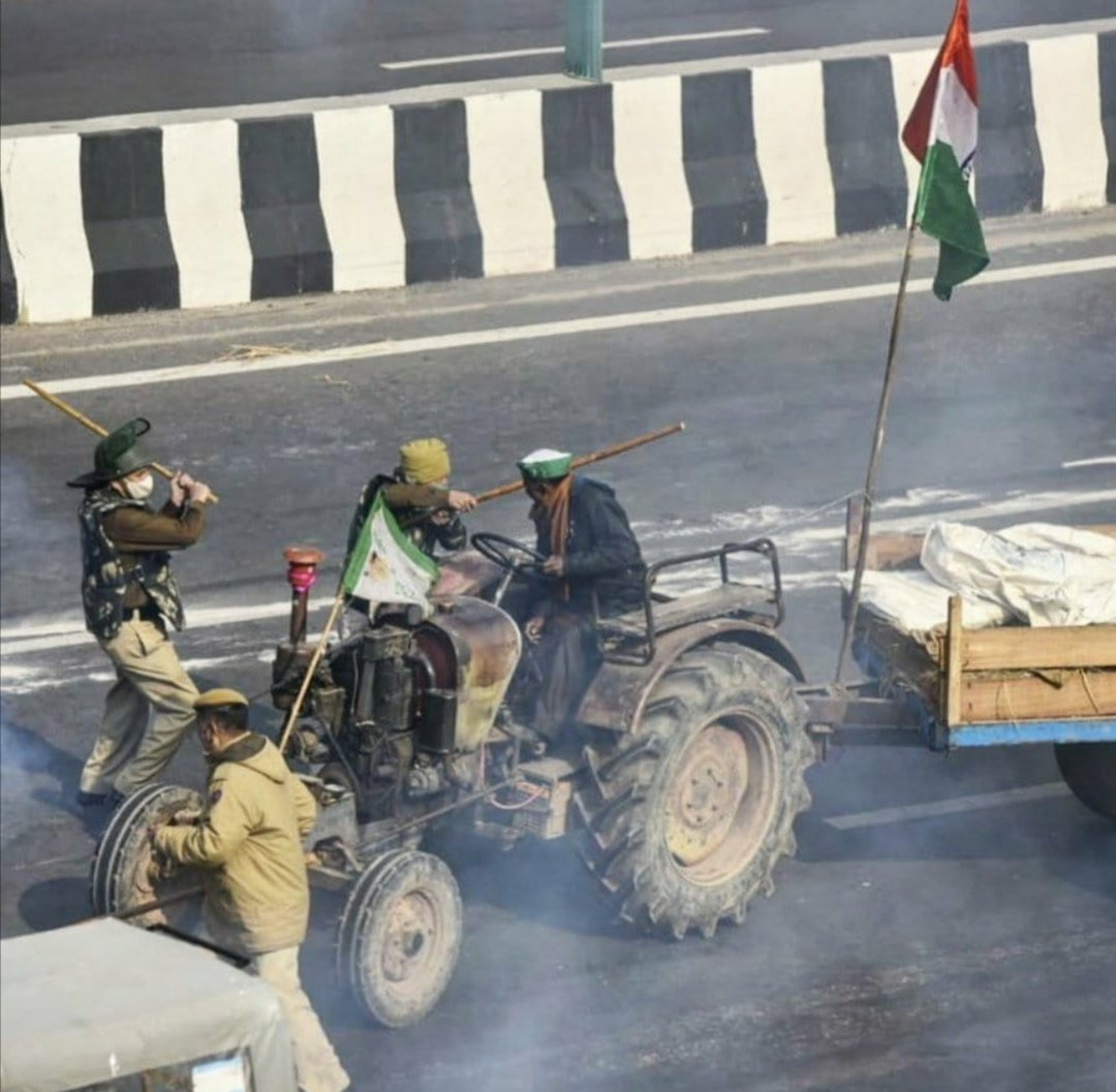 #Modi,s Police attacked on peaceful #TractorRally, reports are many poor #Sikh farmers are killed and severely injured #GodiMedia is continuously hiding these attacks This is #Delhi This is #India #HinduTerrorist #RepublicDay #IndianRepublicBlackDay #tuesdayvibe #FarmersProstests