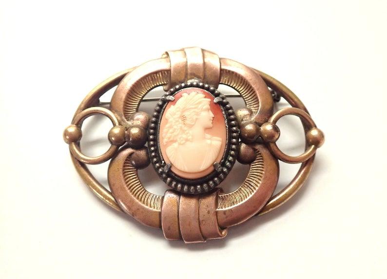 Large Vintage Cameo Sash Pin Brass Brooch💕 https://t.co/AlR9ug1Nx0 GrandVintageFinery #jewelry https://t.co/cBhdzSHbTh