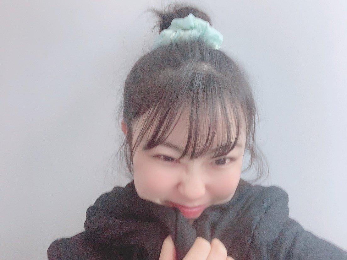珍しくお団子👠👠👠 わがままな後れ毛さん達が溢れてくるから 少し出かける時だけのレアヘアスタイル😎 なのかもしれない・・・     #お団子 #お団子ヘア #団子 #ゆるい #おうちスタイル #シュシュ #ヘアアレンジ #後れ毛 #Girl #Japanese