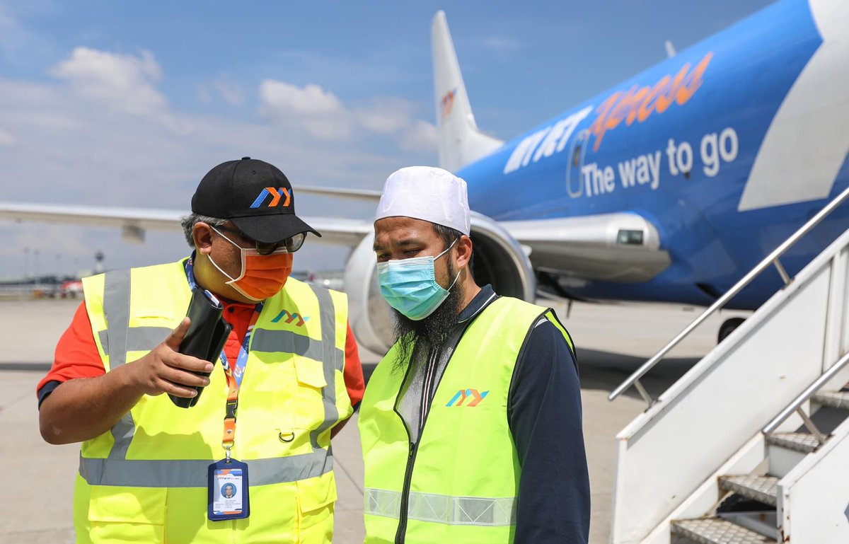 Misi bantuan ke Sabah. Saya bawa 1000 set makanan, 100 kerusi roda, 75 ribu pcs mask, 200 Samsung Tab bagi kegunaan pelajar disana yang benar-benar memerlukan. Terima kasih terharu sangat dengan My Jet dan Zen Aviation sponsor kapal untuk kami.