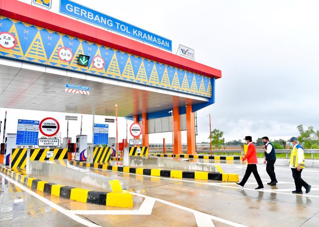Waktu tempuh dari Pelabuhan Bakauheni ke Palembang dengan jarak 373 km yang biasanya 12 jam, kini hanya lebih 3 jam saja.   Jalan tol ini akan menumbuhan pusat-pusat  ekonomi baru di Pulau Sumatra dan mengembangkan simpul-simpul pertumbuhan ekonomi yang produktif.