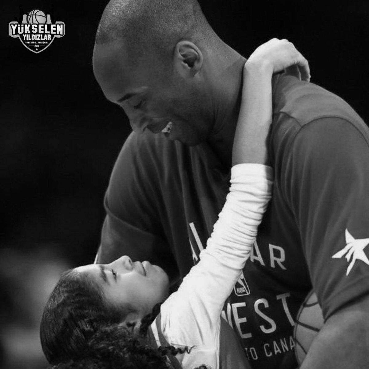 1 yıl önce bugün Dünyanın en büyük basketbolcusu olan Kobe Bryant ve kızı Gigi aramızdan ayrıldı 😢 #MambaForever #MambaOut 🙏