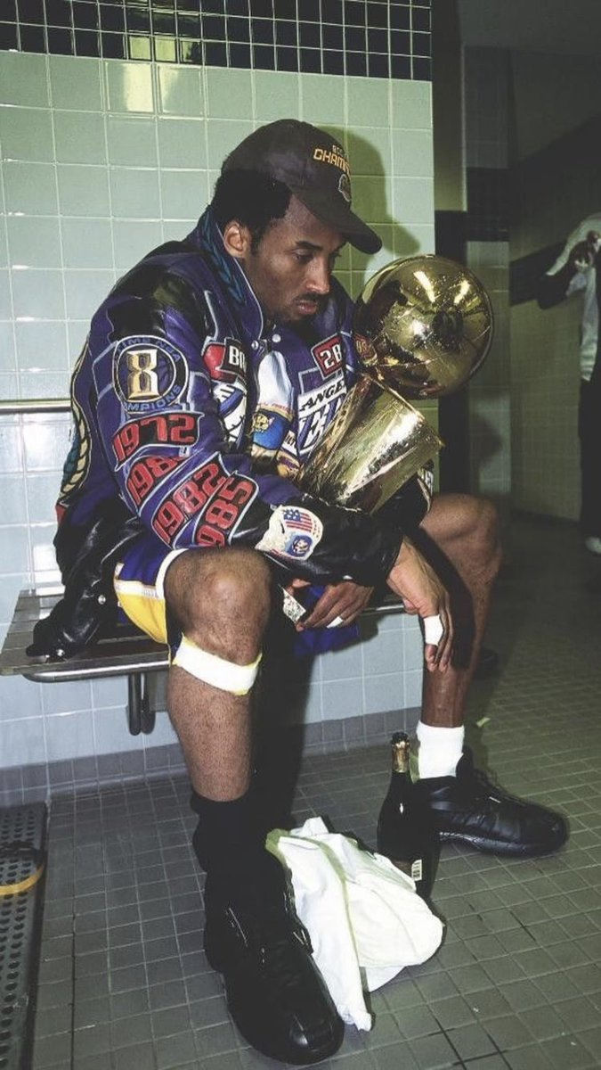 Legends never die. Rest in peace Black Mamba. You are missed ♥️🏀 #MambaForever