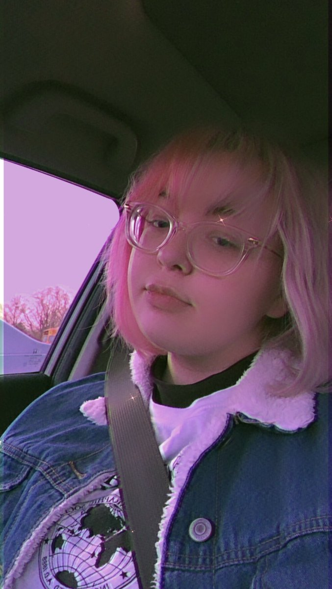 Back when my hair was split dyed a couple months ago but hello :] - #bootwtselfieday  - retweets vibe