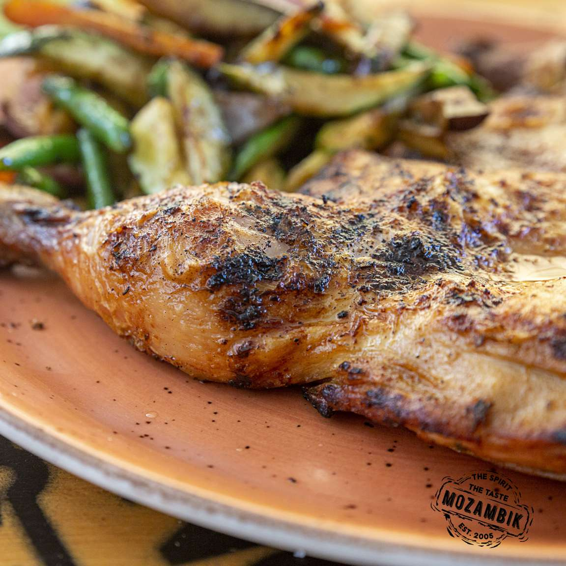 You are looking at Mozambik's famous chicken! 😍 Tag your third @ in the comments to let them know that they have to buy you dinner 😋  #mozambik #dinner #food