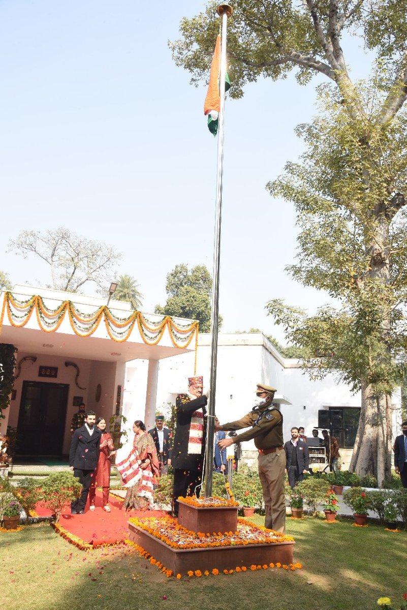 72वें गणतंत्र दिवस के अवसर पर नई दिल्ली में अपने आवास पर झंडा फहराया।  आप सभी को गणतंत्र के इस महापर्व की शुभकामनाएं।