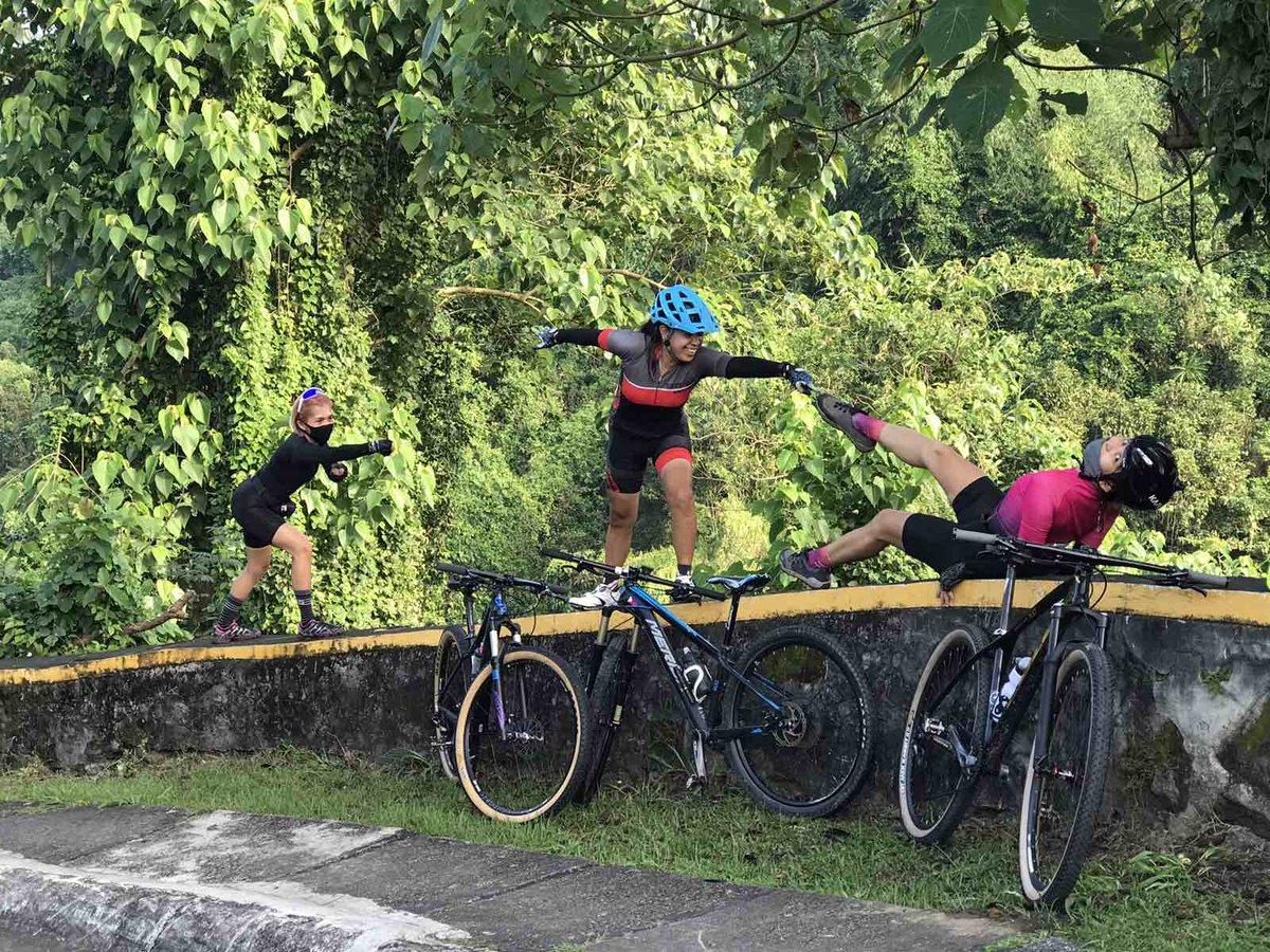 Yung nililibang na lang ang mga sarili pagkatapos ng AHON. 😜😜🙄🙄 #MTBQueens #TWB #bikelife #ride  #merida #meridabikes #mtb #mtblife  #strava #cycling #mountainbikes #adventures  #mtbgirl #bikes #cyclinglife #cyclist #girl #sports #girls #uphill #downhill #bike #outdoors #ahon