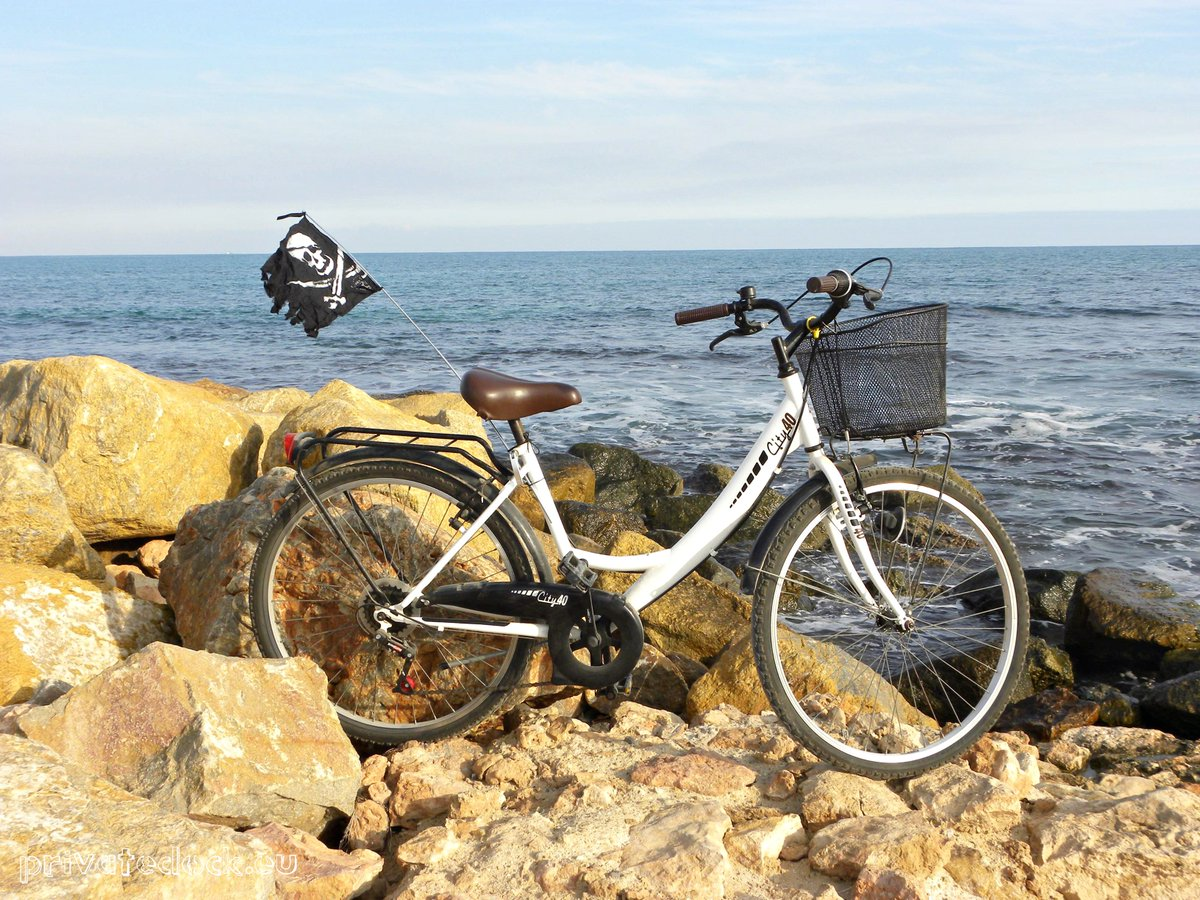 ❤️🏴☠️ Pirate Flag on Your Bike! 🏴☠️❤️ #sailing #sailor #sealovers #ocean #travel #coast #seaside #beachlife #beach #VisitSpain  #Spain #España  #CostaBlanca #playa  #mediterranean  #mediterraneansea   #Mediterráneo #blue #azul  #privatedock