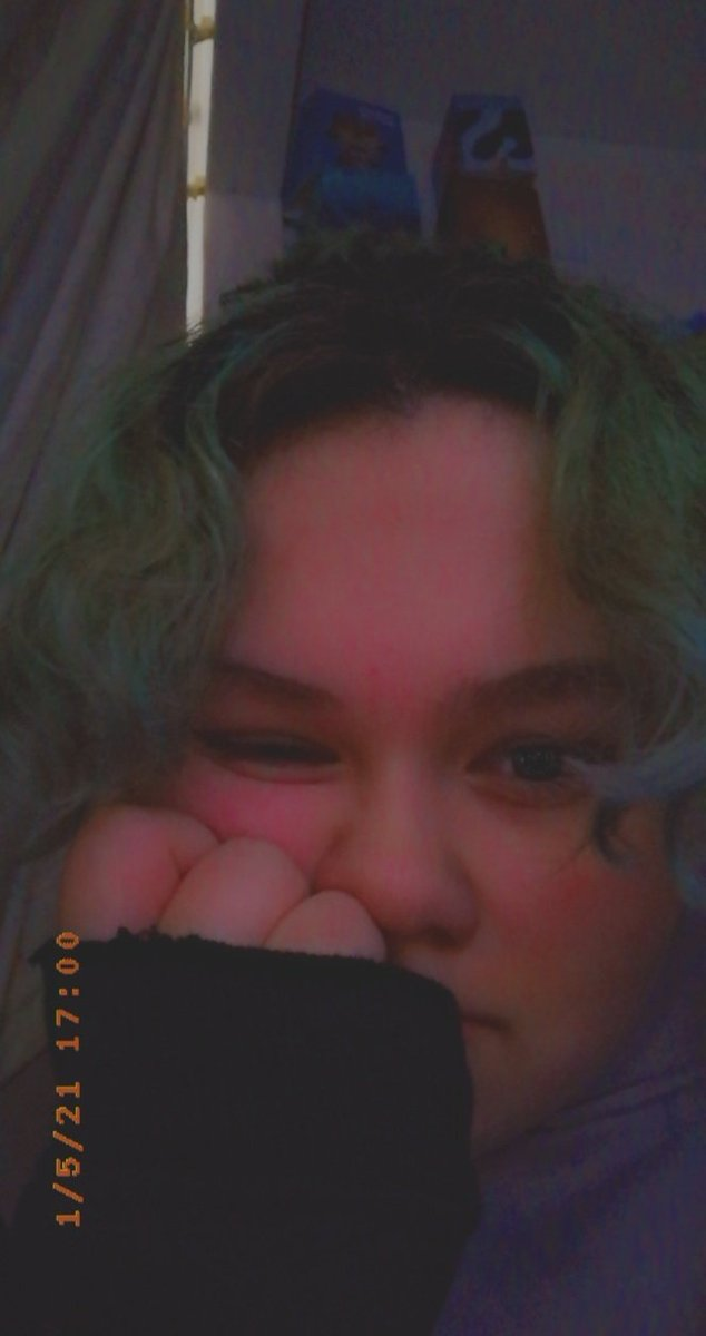#bootwtselfieday hi! ur all very cool!!  [- Hope you've all had ur minecraft creeper crunch kellogs cereal, most important meal of the day. -]   [] rts r good! []  :]]