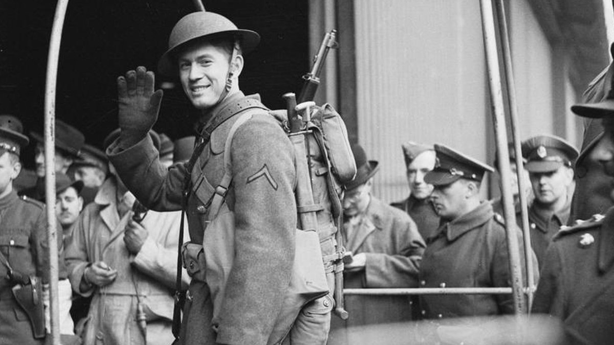 #OnThisDay 1942 The first of 300,000 US troops arrive in to the Belfast docks, who will prepare to fight in North Africa and Normandy. There are so many that they make up 1/10 of the population. The US Rangers were formed in Carrickfergus. #Ireland #History #WW2 @wartimeni