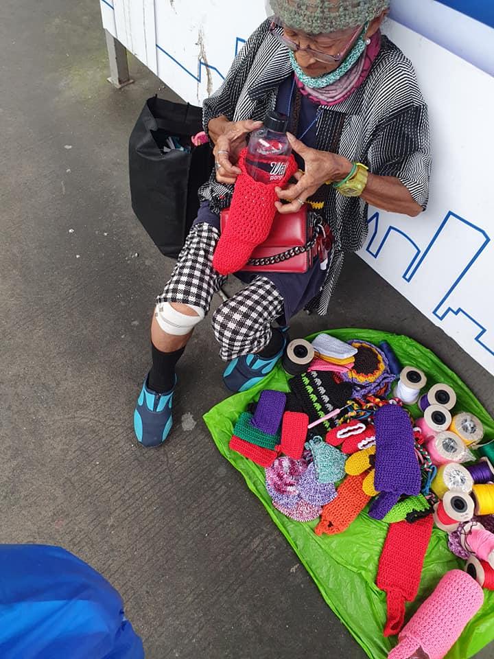 LOOK: Netizen Jose Aran shared photos of an elderly woman whom he saw selling crocheted items along Arroceros Street, near the LRT station in Ermita, Manila on Monday, Jan. 25.  📸: Jose Aran #BeAnINQUIRER
