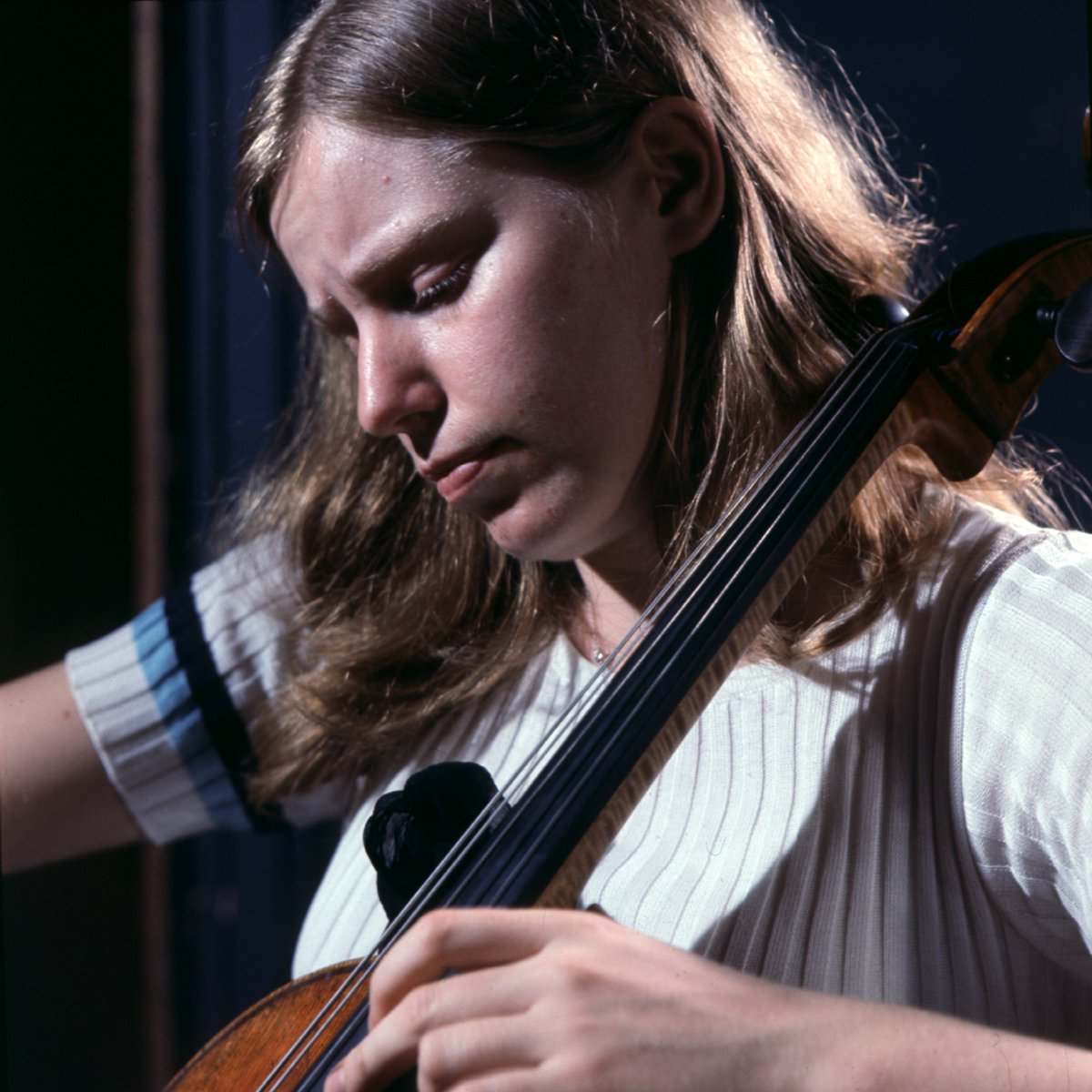 #OnThisDay in 1945, Jacqueline du Pré was born in Oxford 🎈  Rediscover her internationally acclaimed 1965 recording of Elgar's masterpiece Cello Concerto, with Sir John Barbirolli and the @londonsymphony: