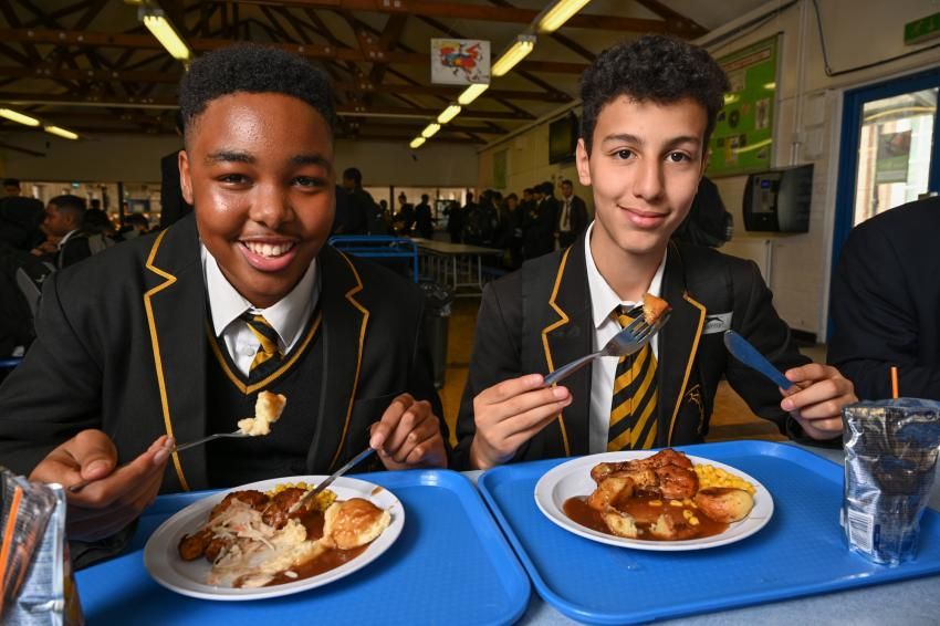 We're once again stepping in to guarantee every pupil in need FREE meal vouchers for the upcoming February half term break.  We remain determined that no child goes hungry in H&F as part of our war on food poverty.  Find out more 👇    #ENDCHILDFOODPOVERTY