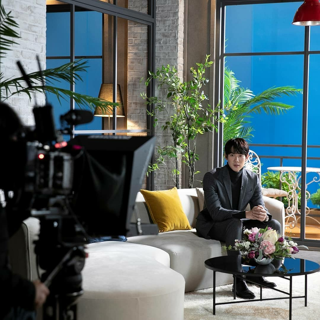 📸20210126  Behind-the-scene photo of Yoo Yeon Seok for EBS docuprime Post Corona 🔗instagram.com/p/CKgHTXmlqL3/… #YooYeonSeok #유연석