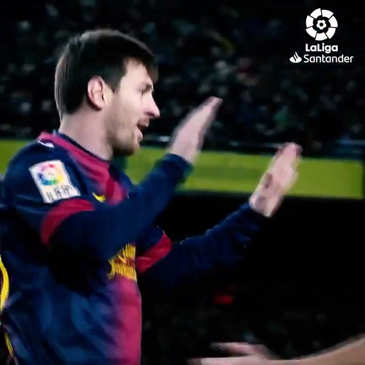 🙌⚽🙌 Leo Messi, poniendo de pie al Camp Nou (una vez más).  ✨🔙 #TalDíaComoHoy en 2013, el argentino marcaba CUATRO GOLES en la victoria del #MegaPari #BetWinner #spor #futbol  #LaLigaSantander  #HayQueVivirla