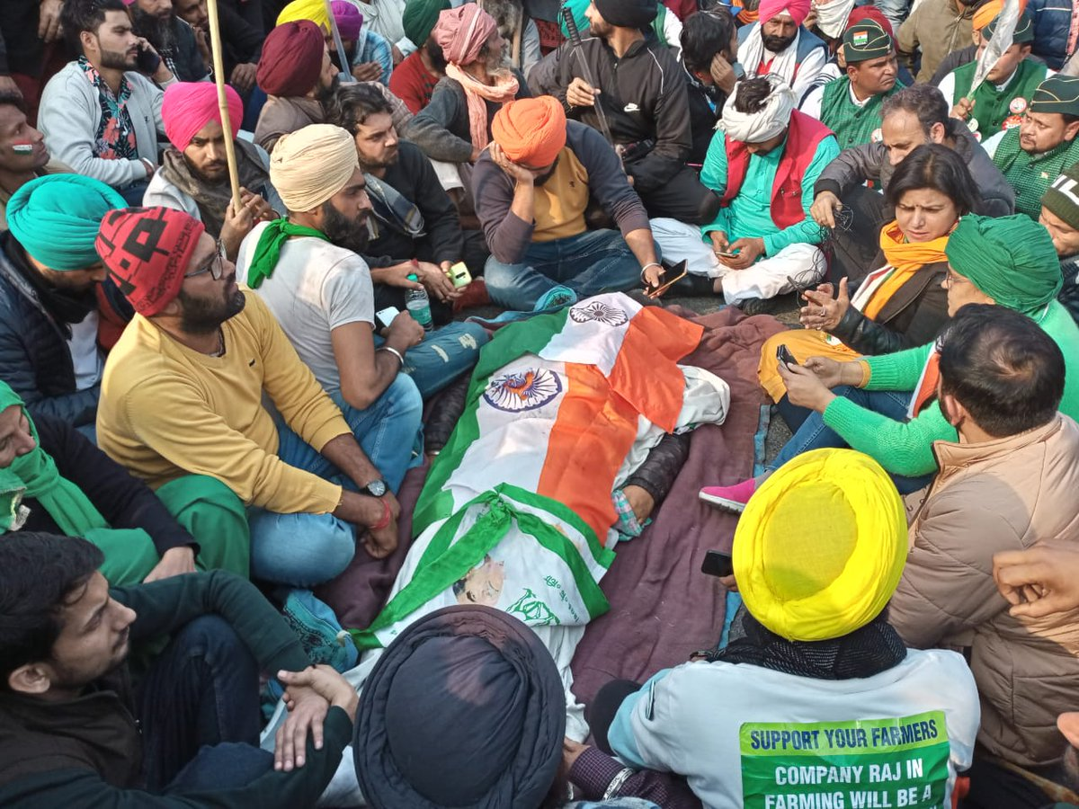 #Breaking   Navneet Singh, a 34-year-old #farmer protester from Uttarakhand, was shot and killed at ITO  this afternoon, acc to an eyewitness. The shooting took place outside the Andhra Education Society on Deen Dayal Upadhyaya Marg, he said. #FarmerProtest