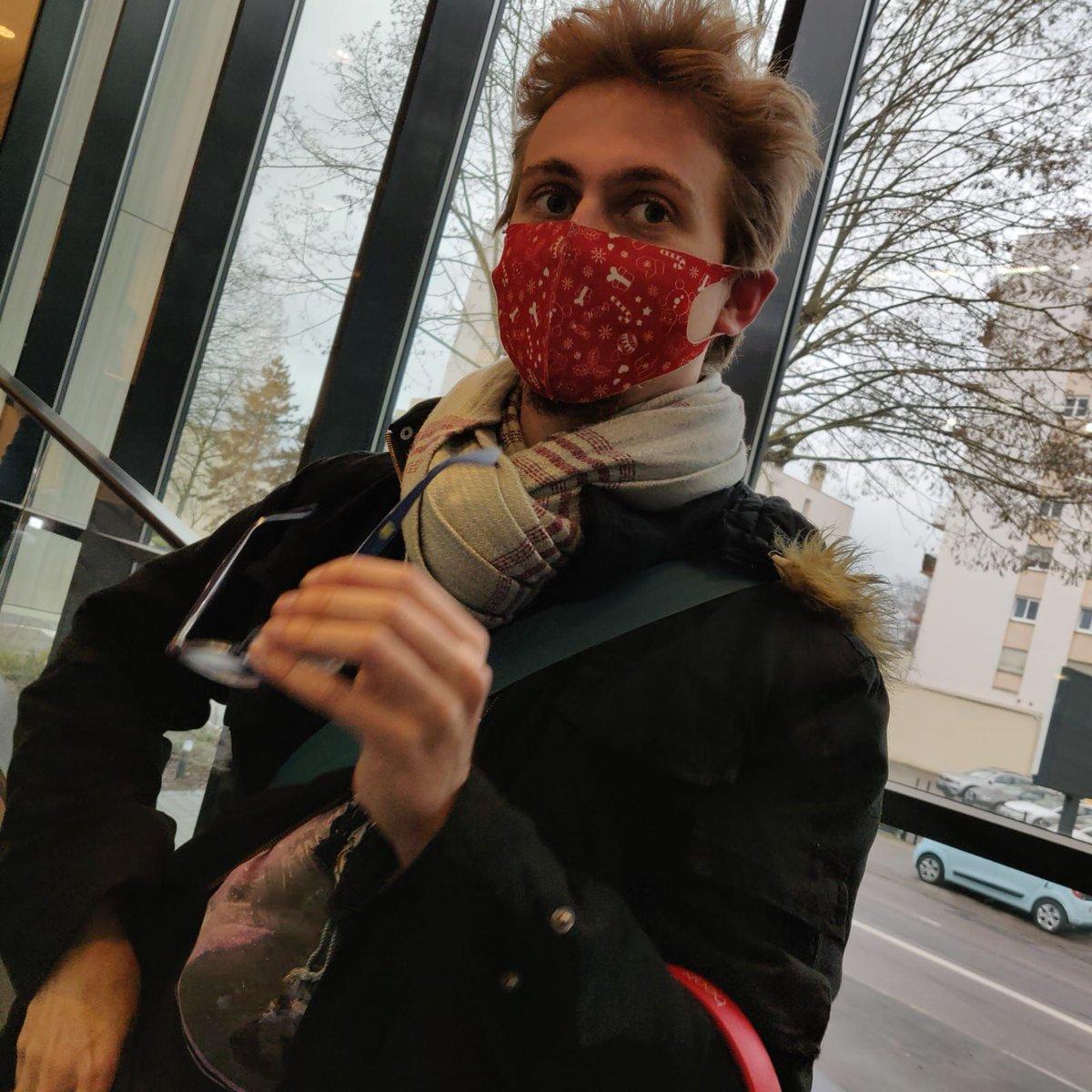 @JimmyViandeur a le plus beau masque, vous pouvez juste pas dire non 😅  #Metz #Viandeur #SMP #POP #Mictor #MDR #funny #Jul #hands #masque