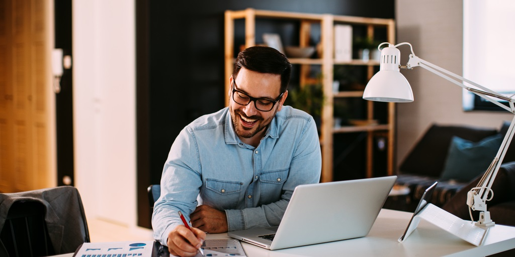 Flexible working offers a revolution in your culture & business model. As a leader how do you start to create that new vision & tackle issues that come with it? Join our webinar on 17 Feb with Nicholas Mayhew, Founder & MD of @AlembicStrategy to find out: https://t.co/iRtmaUGBhd https://t.co/dva64T7J7d